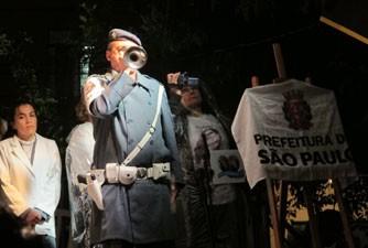 Toque de silêncio marcou momento exato do acidente, há cinco anos (Foto: Nathália Duarte/G1)
