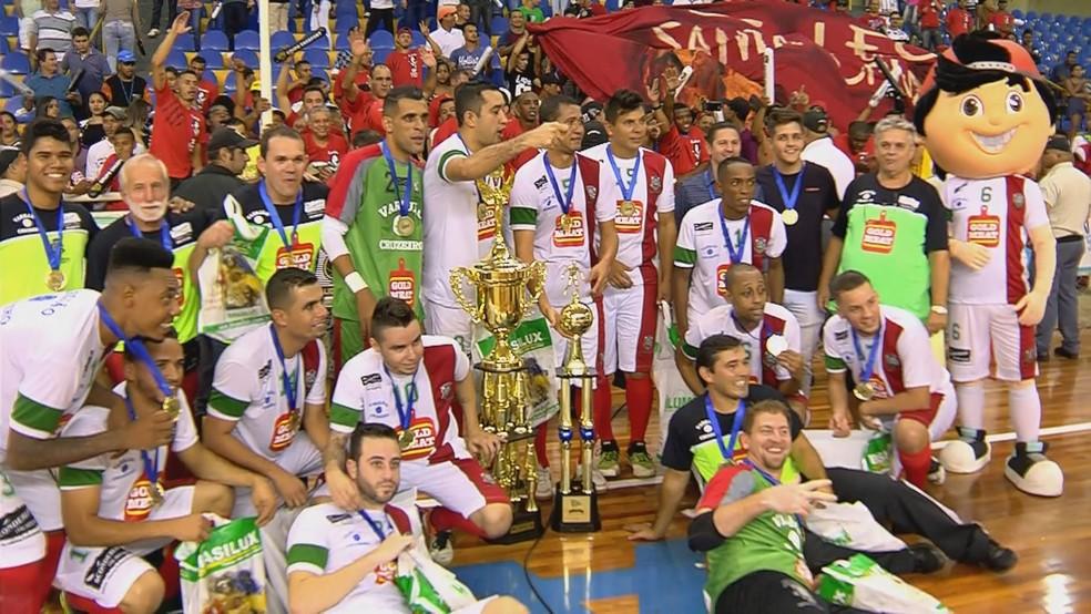 Santa Cruz das Palmeiras conquistou Taça EPTV pela segunda vez em sua história (Foto: Reprodução EPTV)