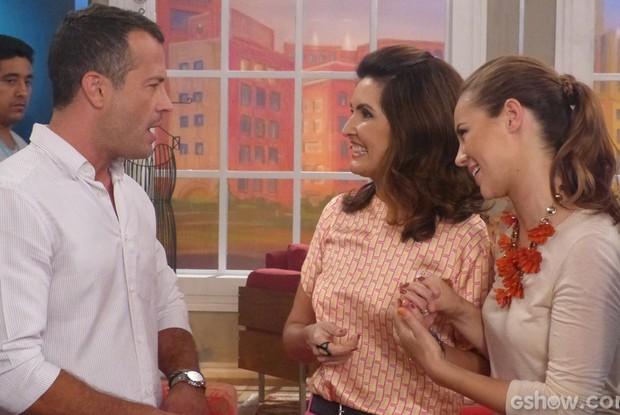 Fátima conversa com Malvino Salvador e Paolla Oliveira (Foto: Encontro com Fátima Bernardes / TV Globo)