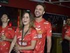 Cássio Reis e Fernanda Vasconcellos conferem desfiles agarradinhos