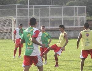 Treino do Plácido de Castro no estádio Ferreirão (Foto: João Paulo Maia)