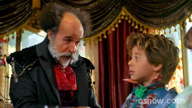 Epa chama Lepe para uma séria conversa (Foto: Meu Pedacinho de Chão/TV Globo)