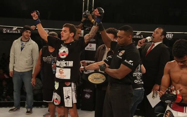 Renato Moicano cinturão Jungle Fight MMA (Foto: Fred Pontes/Divulgação)