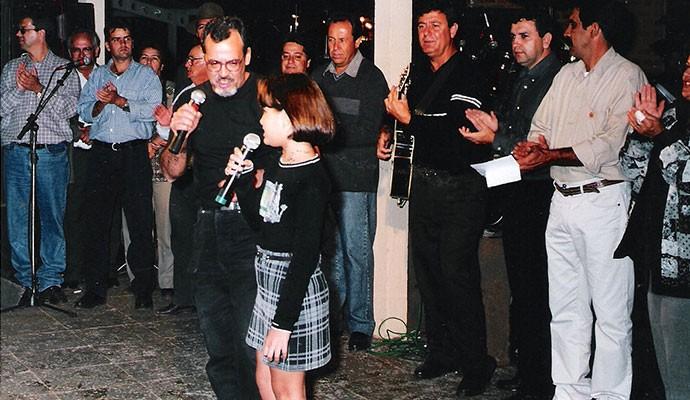 Camilla Leonel cantando parabéns para Piumhi na festa de aniversário da cidade (Foto: Arquivo Pessoal)
