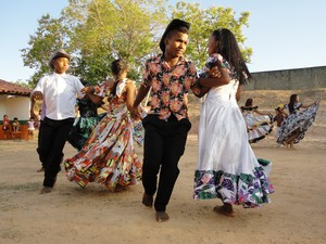 No Balandê, homens e mulheres se cortejam enquanto dançam (Foto: Patrícia Andrade)