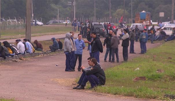 Trabalhadores protestam contra projeto de terceirização (Foto: Reprodução/RPC)