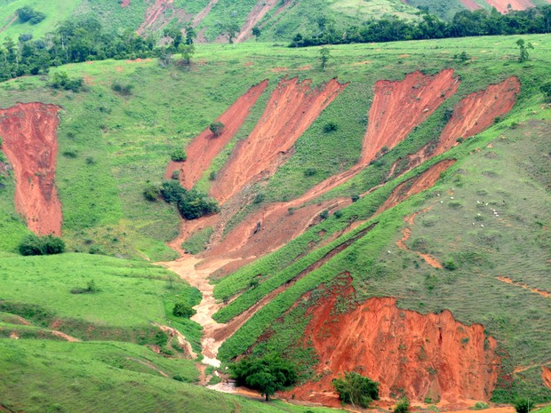 Deslizamento de terras na zona rural de Baixo Guandu causado pelo excesso de chuva na região Noroeste do Espírito Santo. (Foto: Vitor Jubini/ A Gazeta)