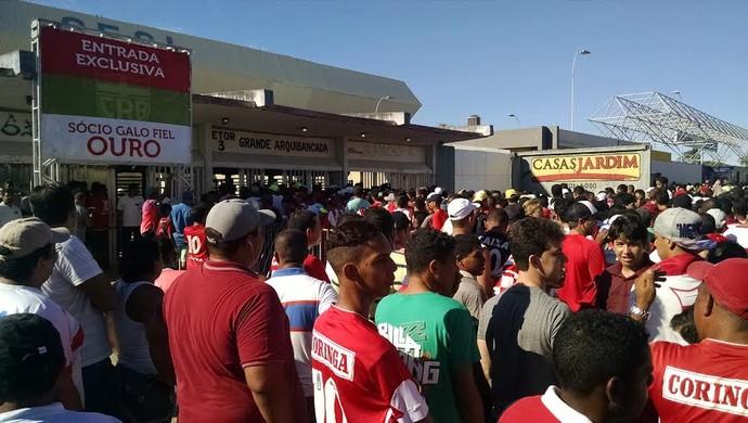 Torcida do CRB entrando no Rei Pelé (Foto: Caio Lorena/GloboEsporte.com)