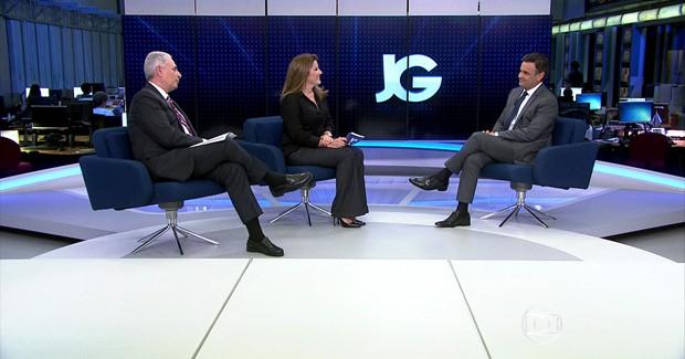 Os jornalistas William Waack e Christiane Pelajo entrevistam Aécio Neves no Jornal da Globo (Foto: Reprodução/TV Globo)