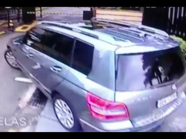 Ladrões estão invadindo condomínios em Sorocaba (Foto: Reprodução/TV TEM)