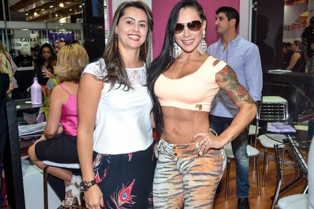Fabiana Frota e fã (Foto: Araújo e Eduardo Martins / CDC Shows e Eventos)