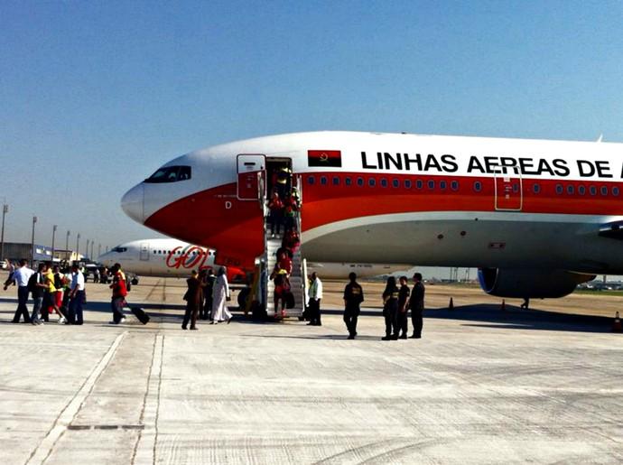 Aeroporto Luanda Chegadas : Em avião de angola camarões enfim chega ao brasil para a