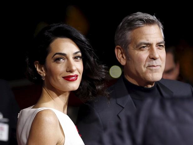 O casal  George Clooney e Amal Alamuddin durante a pré-estreia em Los Angeles da comédia 'Hail, Caesar!', dos irmãos Coen, nesta segunda-feira (dia 1º) (Foto: Mario Anzuoni/Reuters)