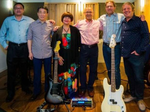 Grupo é formado pelos embaixadores da Dinamarca, Coreia do Sul, Sérvia, Tonga e Tailândia (Foto: BBC/Ionut Vacar   )