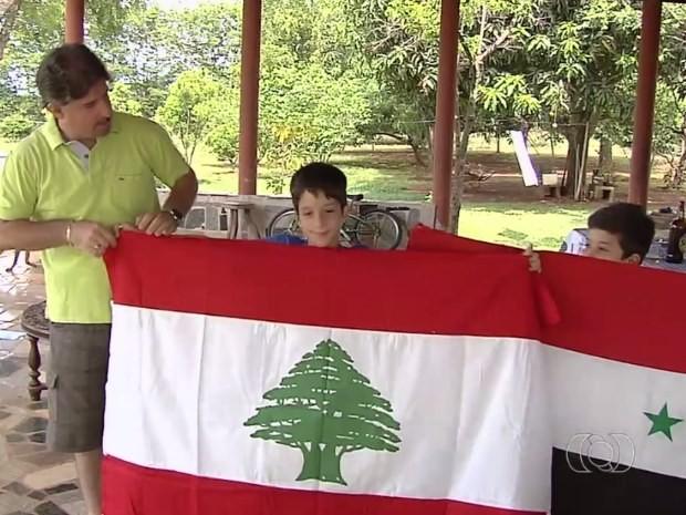 Descendentes de libaneses e sírios que vivem em Goiás estão tensos com conflitos árabes (Foto: Reprodução/ TV Anhanguera)