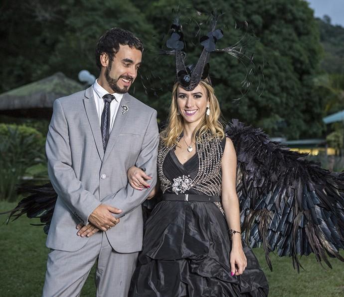 Gabriel Godoy e Tatá Werneck, intérpretes do casal Leozinho e Fedora, posam sorridentes para o Gshow (Foto: Ellen Soares/Gshow)