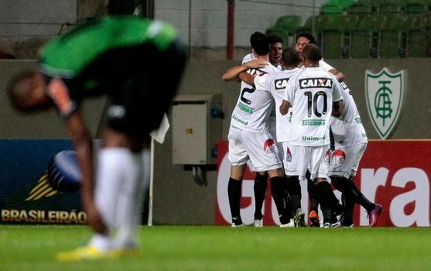 Figueirense comemora gol sobre o América-MG (Foto: Ângelo Pettinati/Futura Press)
