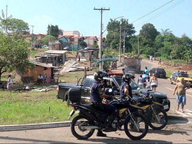 Derrubada de barracos em Piracicaba teve apoio da Guarda e não houve conflitos (Foto: Edijam Del Santo/EPTV)