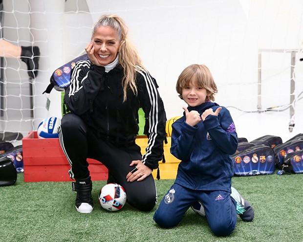 Adriane Galisteu com o filho, Vittório (Foto: Manuela Scarpa/Brazil News)
