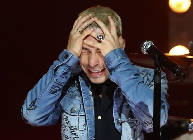 Di Ferrero se emociona durante show em SP (Foto: Manuela Scarpa e Marcos Ribas/Brazil News)