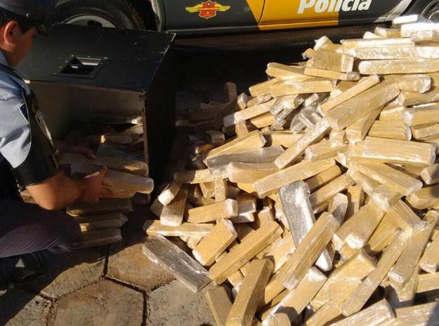 Polícia Rodoviária apreende cerca de 300 quilos de maconha (Foto: Polícia Rodoviária/Divulgação)