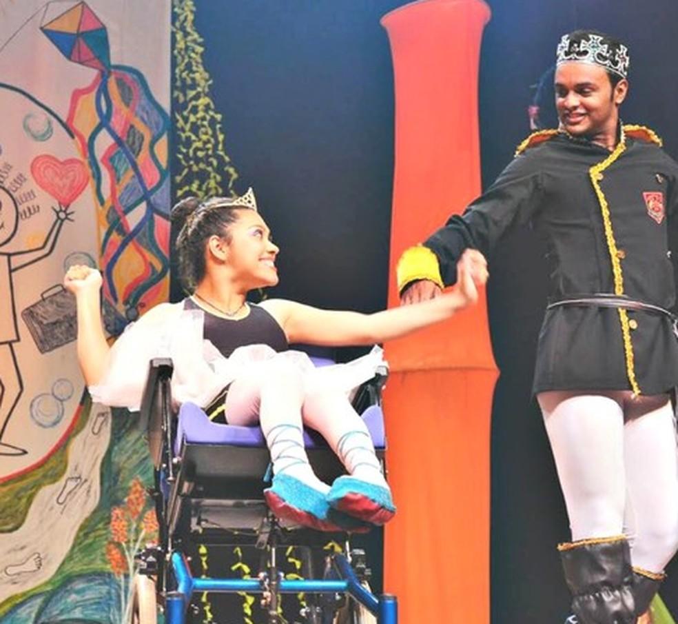 Rita de Cássia Albuquerque também é bailarina no interior do Acre (Foto: Reprodução/ G1 Acre)