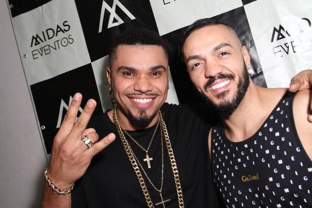 Naldo e Belo em bastidores de show na Zona Norte do Rio (Foto: Anderson Borde/ Ag. News)