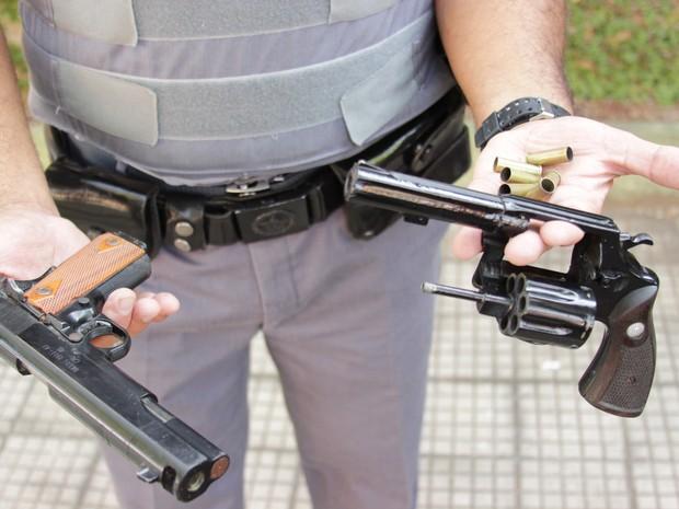 Armas do crime apreendidas pela Polícia Militar de Rio Claro (Foto: Vitor Liasch/Arquivo Pessoal)