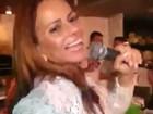 Viviane Araújo canta 'Conga, conga, conga' e dedica a Gretchen
