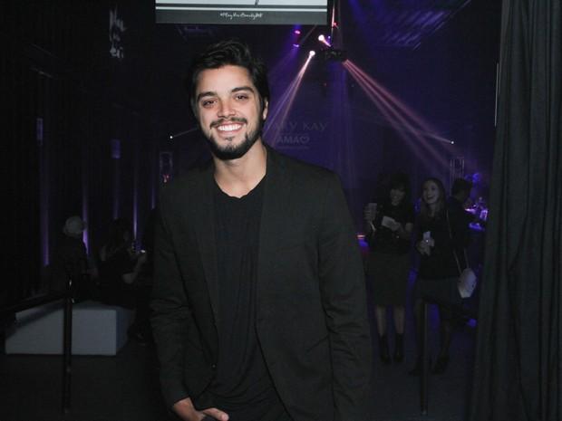 Rodrigo Simas em evento em São Paulo (Foto: Amauri Nehn/ Brazil News)