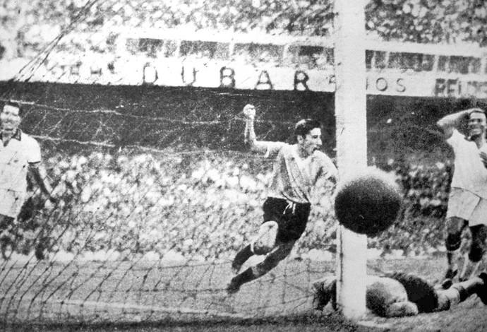 Ghiggia comemora gol do uruguai contra o Brasil- Maracanã - Copa do Mundo 1950 (Foto: Agência AP )
