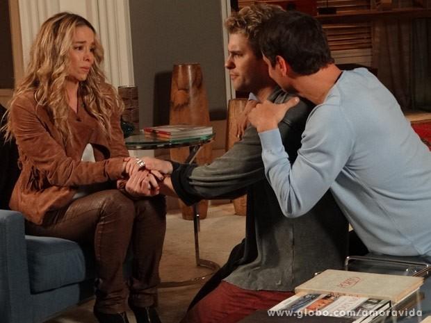 Amarilys fica chateada e conta para Eron e Niko que não está grávida (Foto: Amor à Vida / TV Globo)