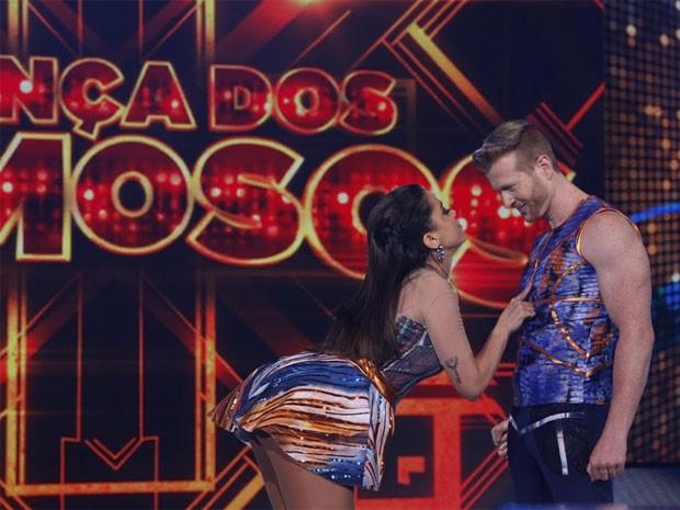 Anitta mostra todo 'poder' na apresentação do baladão (Foto: Arthur Seixas/TV Globo)