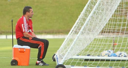 na espera (Alexandre Lago/GloboEsporte.com)