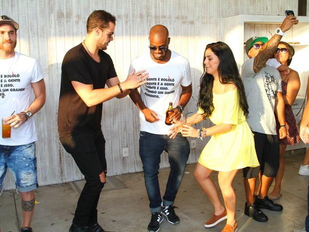 Joaquim Lopes, Rafael Zulu e Paloma Bernardi em festa na Zona Oeste do Rio (Foto: Anderson Borde/ Ag. News)