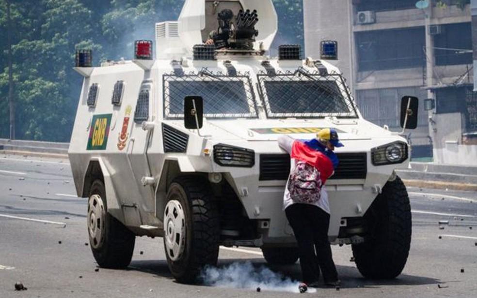 Não se sabe a identidade da venezuelana ou se ela foi presa após a manifestação (Foto: Leo Álvarez)