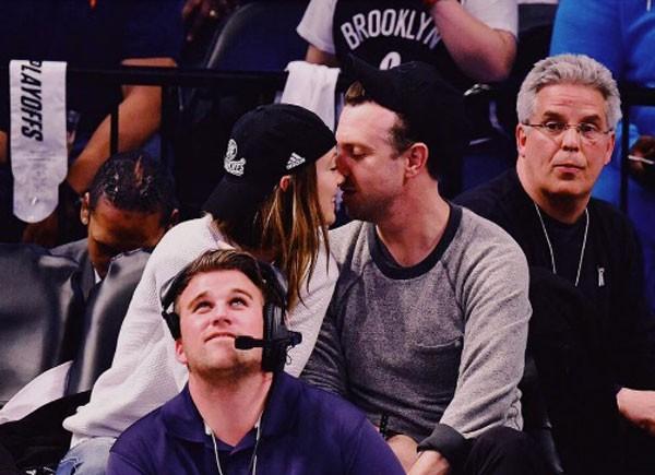 Olivia com o marido Jason Sudeikis (Foto: Reprodução/Instagram)