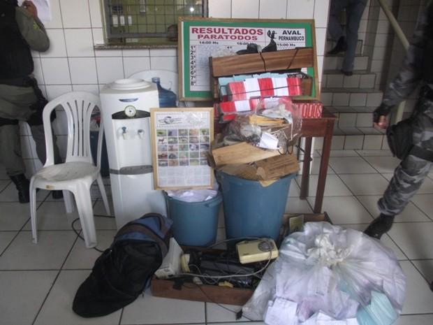 Material encontrado nos locais suspeitos foi apreendido pela polícia (Foto: Eugênio Bringel)