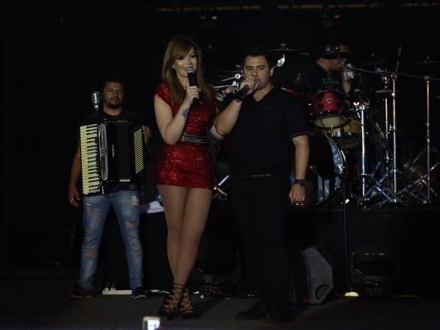 Xand e Solange Almeida, do Aviões do Forró, em show na Zona Oeste do Rio (Foto: Nara Fassi/ Divulgação)