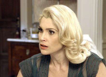 Sandra fica em choque ao saber do atropelamento de Celso