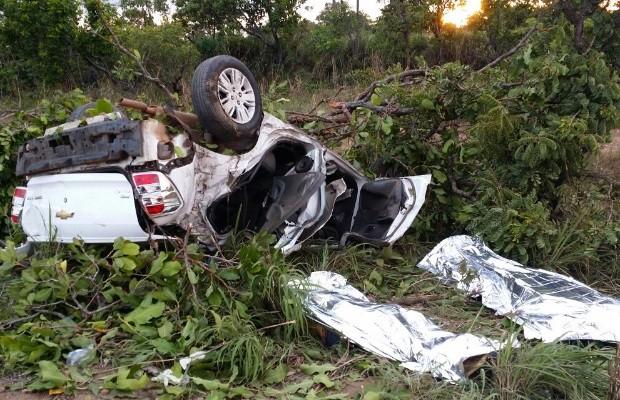 Acidente mata dois e deixa dois jovens feridos na BR-153, em São Luiz do Norte, Goiás (Foto: Divulgação/PRF)