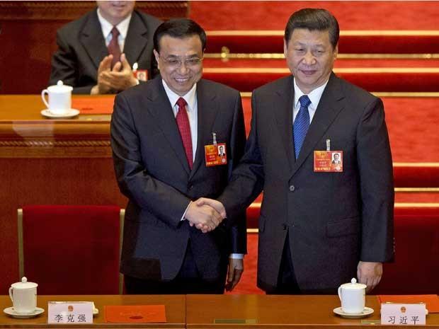 Primeiro-ministro Li Keqiang (à esquerda) e o presidente Xi Jinping. Nomeações concluem a transição do poder na China. (Foto: Alexander F. Yuan / AP Photo)