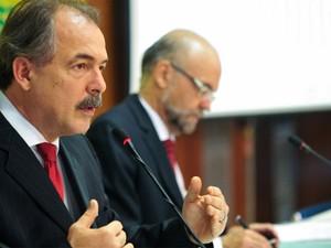 O ministro Aloizio Mercadante apresenta o balanço final das inscrições do Enem 2013 (Foto: Elza Fiúza/ABr)