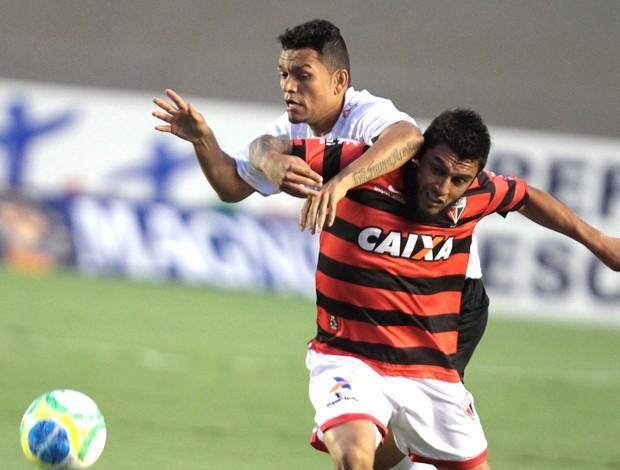 Thiago Primão e Tobi, Atlético-GO X Bragantino (Foto: Carlos Costa / Futura Press)