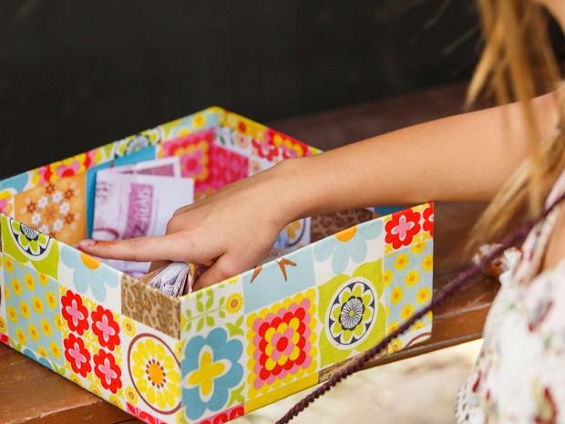 Bélgica pega dinheiro na caixinha (Foto: Artur Meninea/Gshow)