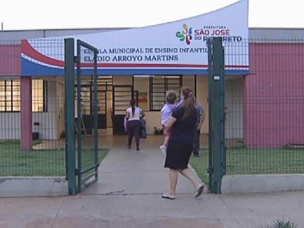 MP quer filhos em creches perto da casa dos pais em Rio Preto (Foto: Reprodução/TV TEM)