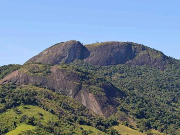 Pedra do Elefante é cartão postal de Andradas (MG) oferece vista privilegiada aos visitantes. (Foto: Portal da Cidade de Andradas/ Viver Viagens e Turismo)