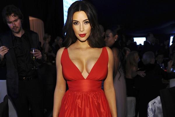 Para perder o peso que ganhou na gravidez, Kim Kardashian apostou em uma dieta com alto nível de proteínas e baixo de carboidratos chamada Atkins (Foto: Getty Images)