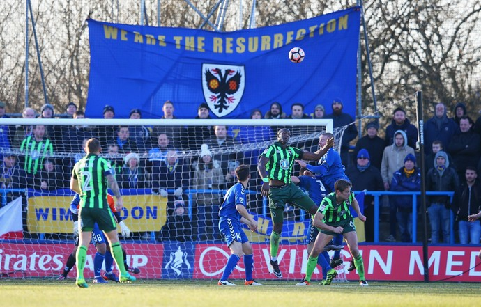 torcida do afc wimbledon, we are the ressurection (Foto: Alex Livesey/Getty Images)