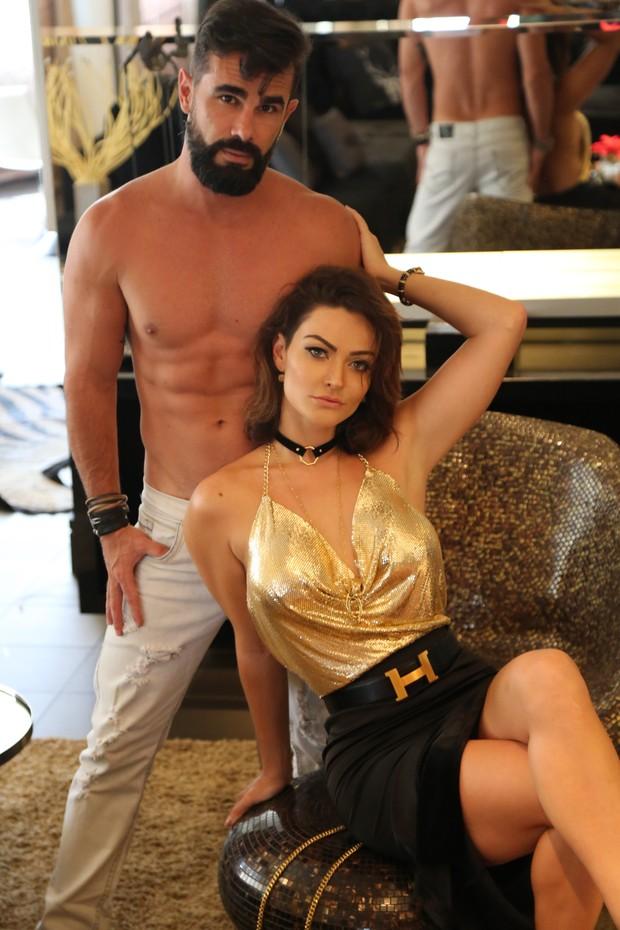Laura Keller e Jorge Sousa posam para ensaio sexy (Foto: Glauber Bassi / Divulgação)